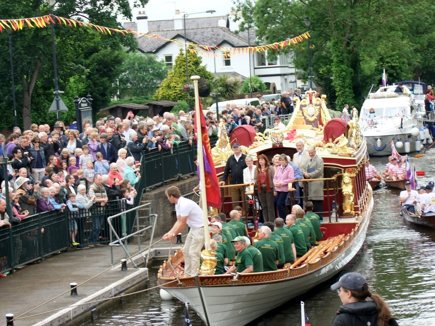 The packed bankside at Boulters Lock. Crowds viewing Gloriana