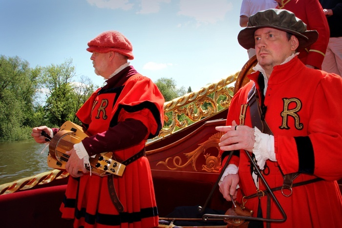 Royal Waterman Tudor Pull on board Gloriana