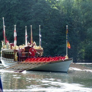 Gloriana and the Royal Watermen crew on the Thames