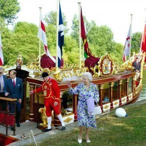 The Queen disembarks with a thank you