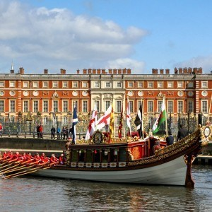 Gloriana at Hampton Court Palace courtesy of Rob Powell